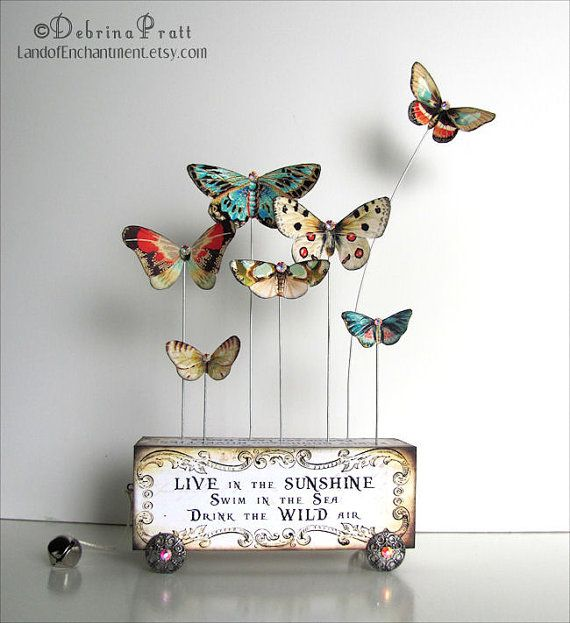 Ailes de papillon Art Collage de papier par LandofEnchantment                                                                                                                                                                                 Plus