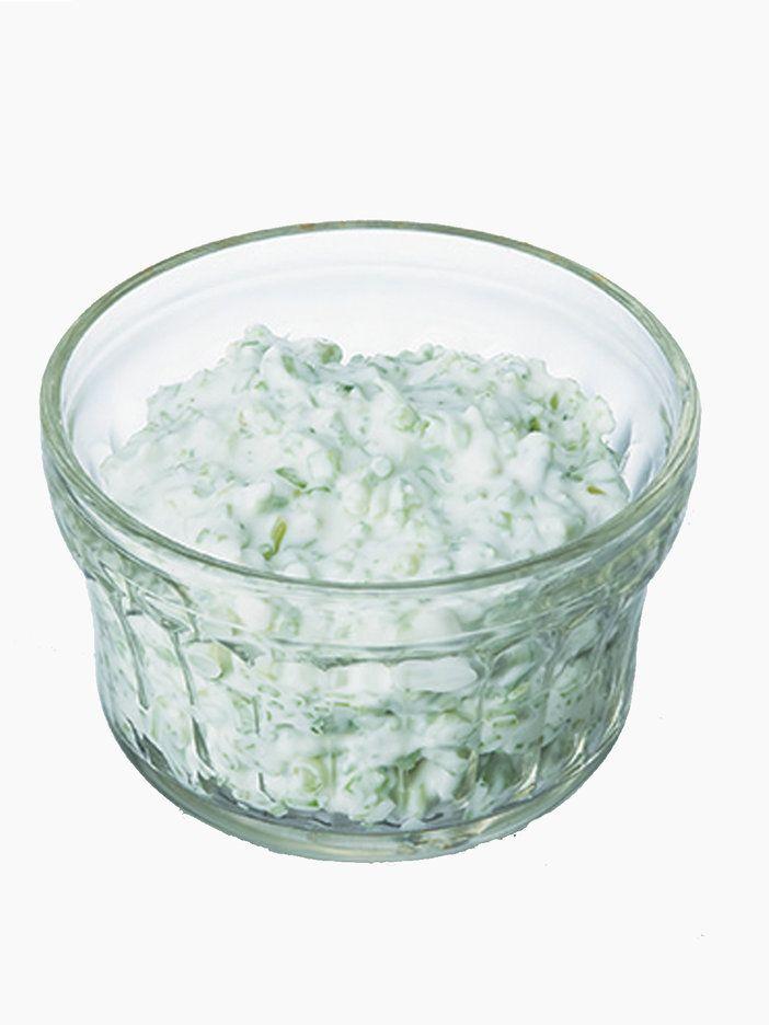 茎のシャリシャリ食感がクセになるディップは、揚げ物にはもちろん、焼き魚やグリル野菜にも合う。また、蒸したポテトと合わせてポテトサラダにしても美味。|『ELLE gourmet(エル・グルメ)』はおしゃれで簡単なレシピが満載!
