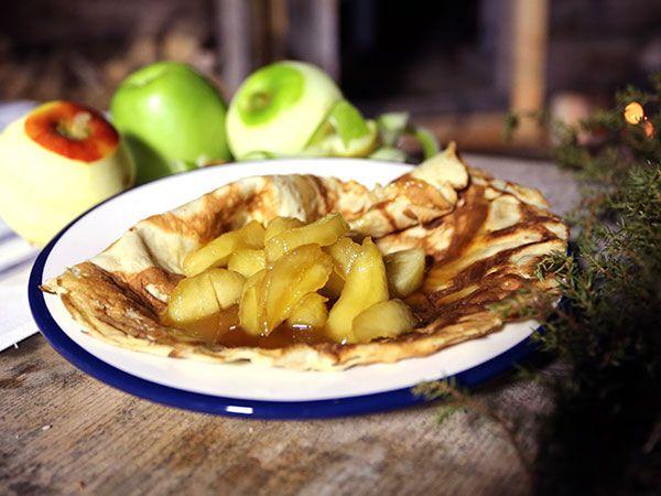 Pannkakor med flamberade äpplen | Recept.nu