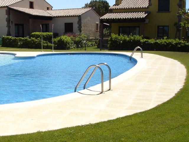 Modelo pr 40 pavimentaci n del recinto de una piscina de for Pavimento jardin
