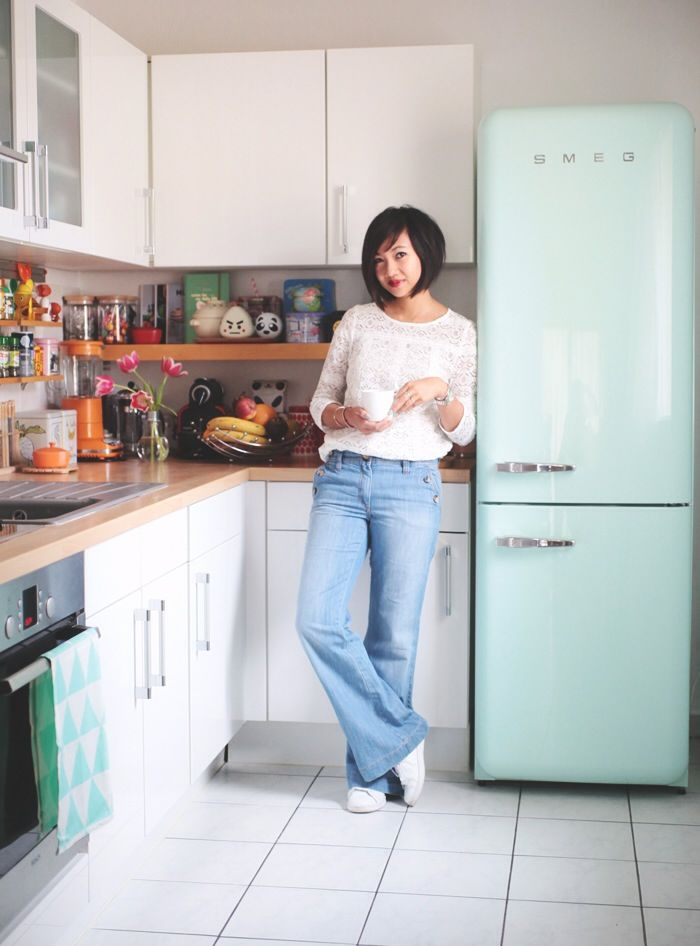 white long-sleeved lace top, light blue jeans, white sneakers - le monde de tokyobanhbao