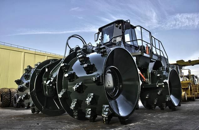 This is one mean looking Cat 836H. For everyone who's been asking to see a black Cat machine, here you go!