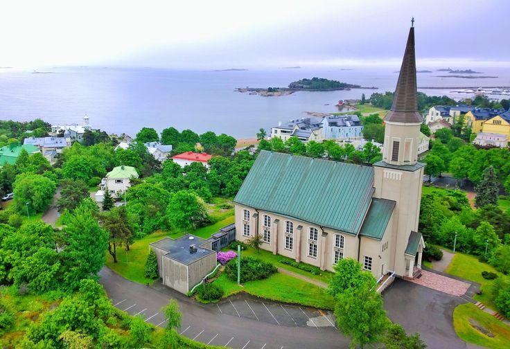 Hangon kirkko vesitornista kuvattuna