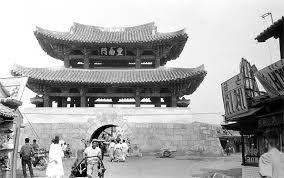 전주부성 풍남문은 조선시대 전라감영의 소재지였던 전주를 둘러싼 성곽의 남쪽 출입문으로, 성벽이 헐린 후 유일하게 남아있는 전주 4대문 중 하나다. 선조 30년(1597) 정유재란 때 파괴된 것을