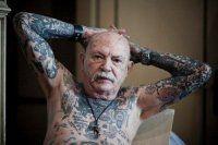 Vuoi sapere come saranno i tuoi tatuaggi quando sarai vecchio? Guarda queste foto.