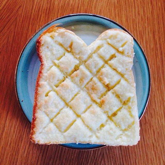 """メロンパンも楽々。食パンで定番の""""あの味""""を再現! - Locari(ロカリ)"""