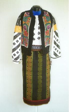 Women's costume from county of Suceava, Moldavia