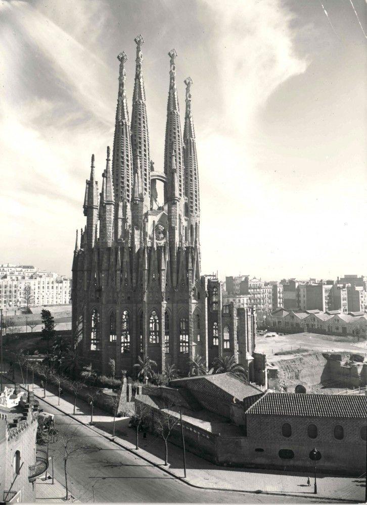 1953 © Expiatory Temple of the Sagrada Família. Gaudi, Barcelona, Catalonia