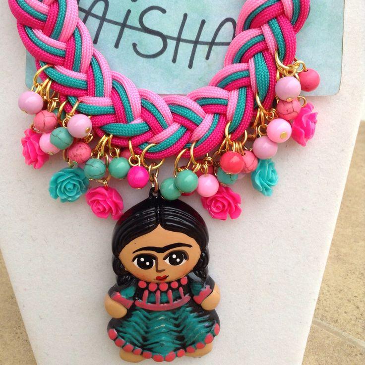 Collar de Frida Kahlo en cerámica pintado a mano