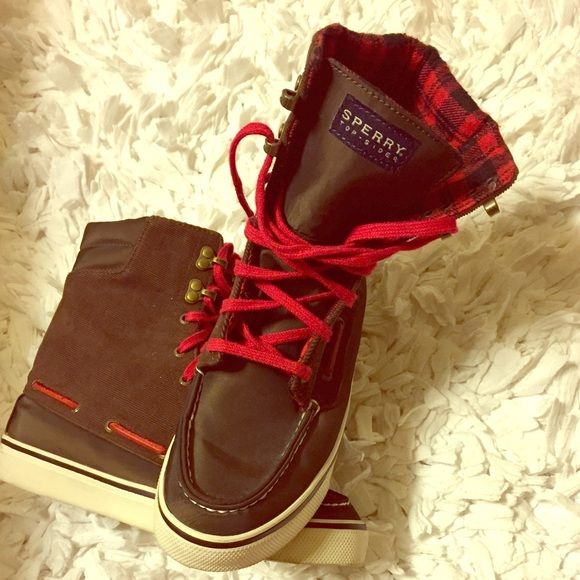 Sperry high top sneakers Sperry hightop sneakers great gently used condition!  Size 6 Sperry Top-Sider Shoes Sneakers
