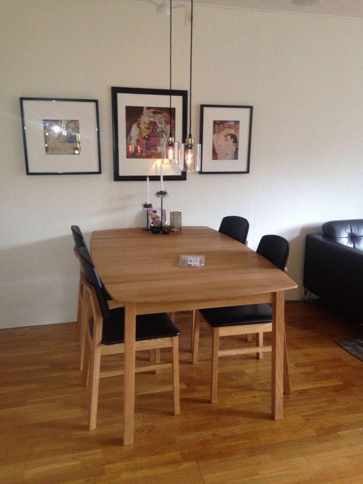 Matsalsbord och stolar från Hans K -Verona