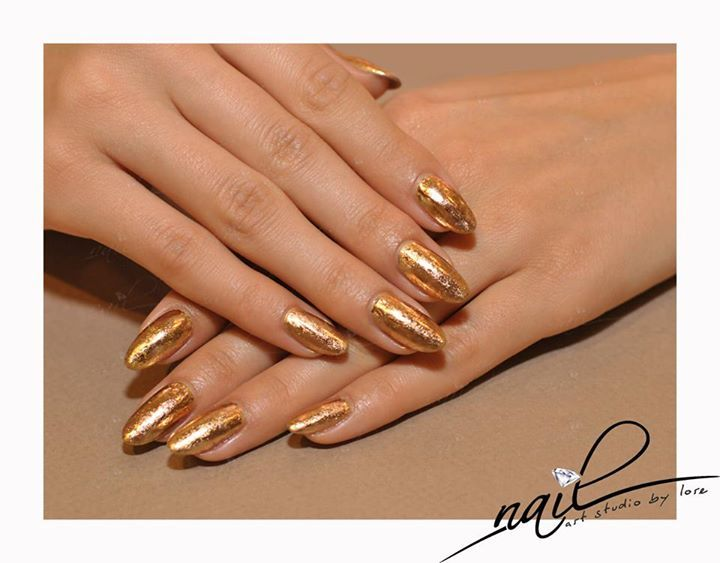 nails manicure  mettalic foil gold