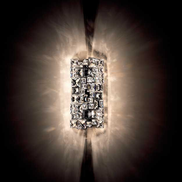 Mosaix  Descrição: arandela cod. D094935. Cristal Swarovski com estrutura em aço inoxidável polido.  Medidas: 15,5 x 9 x h31cm  Cor: aço inoxidável polido  Lâmpadas: 2x25w Halopin G9. Consumo: 50w  Design by: Swarovski