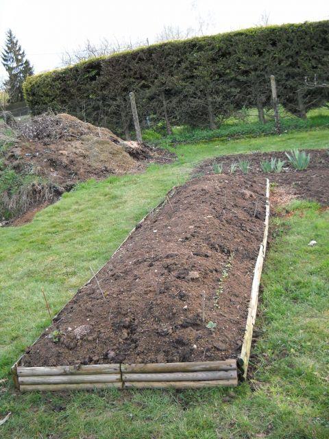 Yard Fence Decor Ideas