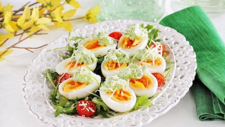 Ägghalvor med krämig topping