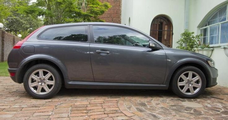2010 Volvo for saleLeather interiorElectric windowsR90 000