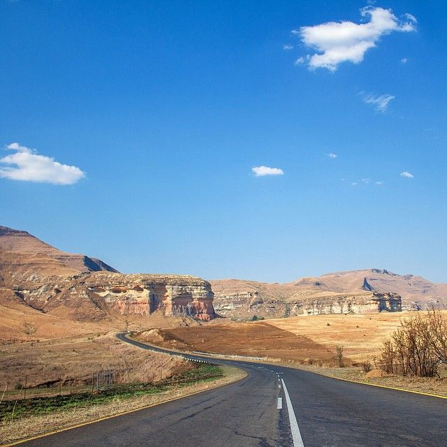 The Golden Gate Highlands National Park is situated near the town of Clarens in the Eastern Free State.The park gets its name from brilliant shades of gold cast by the sun on the parks sandstone cliffs. South Africa recently celebrated Heritage day and these National Parks are definitely a big part of protecting our wildlife that makes us a unique country. Photo by @thelawry Photo selected by @ink361 ambassador @gavman18 Don't forget to tag #ink361_africa to get featured.