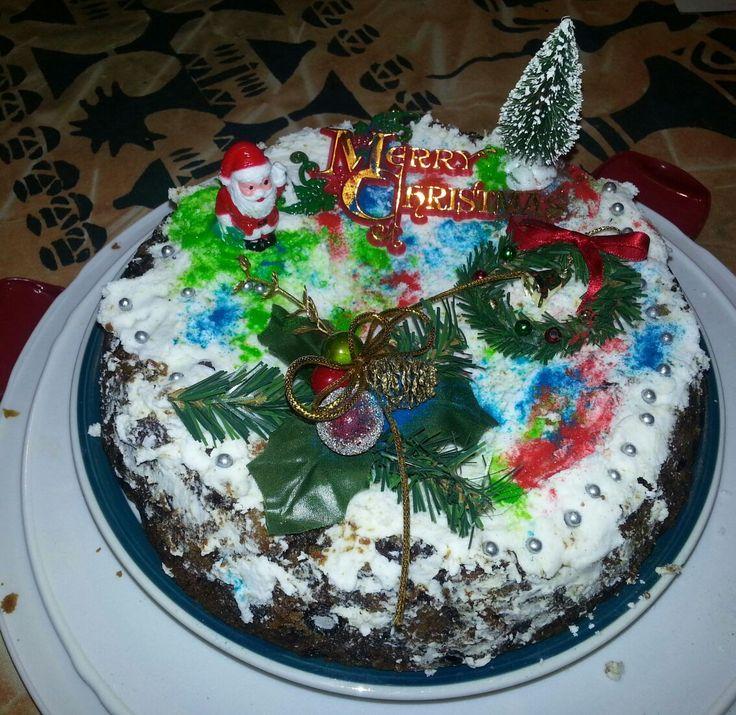 Decorating Christmas cake