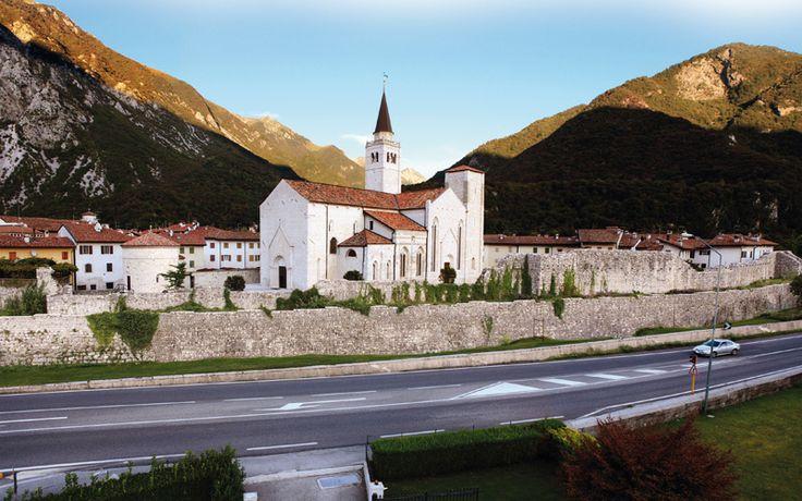 Venzone: borgo fortificato ai piedi delle Prealpi Giulie
