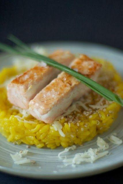 Glücksmomente in der Küche: [Gastblogger Laura und Nora] Safran-Risotto mit Lachsfilet & Gurkensalat
