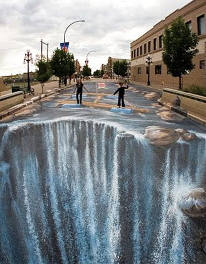 Awesome 3d Sidewalk Chalk art! I wish I could draw anything more then a smiley face lol------who has time to make this?