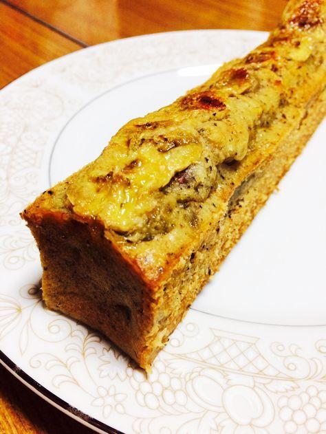 ケタ違いに美味しい!チャイ風バナナケーキ 大好きなインドのチャイとバナナケーキを融合させ試行錯誤を繰り返してこの味に行き着きました*+゜ lay_aynm 材料 (スリムパウンドケーキ型1本分) バナナ(完熟) 大1本 卵 1個 砂糖(お好みのもの) 30g ココナッツオイル(お好みの油脂) 大さじ2 無調整豆乳 大さじ1 バニラオイル 適量 レモン汁 適量 ブランデー(あれば) 小さじ1 ■ 粉類 薄力粉 60g 全粒粉 10g アーモンドプードル 10g ■ 具材 ココナッツファイン 10g クルミ(砕いておく) 10g チャイ茶葉(ティーパックあれば) 1袋 作り方 1 (下準備) ●オーブンを170℃に余熱しておく。 ●粉類は合わせてふるっておく。 ●卵は常温に戻しておく。 2 卵と砂糖をハンドミキサーでマヨネーズ状になるまで泡立てる。 3 2)のボウルにココナッツオイル・無調整豆乳・ブランデーを入れ泡だて器で混ぜる。 4 バナナを数枚のみ薄くスライスしレモン汁をかけてトッピング用に取り分けておく。 5 残りのバナナをフォークでマッシュし3)のボウルに入れ混ぜる。 6…