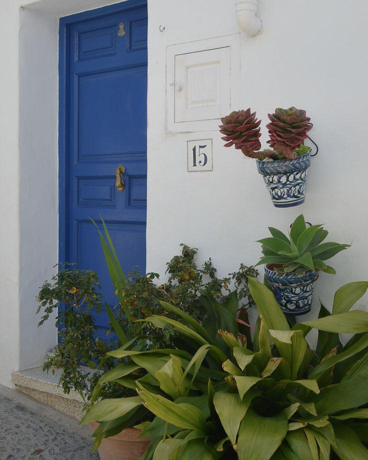 Frigiliana: de los pueblos blancos más lindos de España / Vero Palazzo - Home Deco Palazzo, Andalucia, Home Deco, Doors, Inevitable, Plants, Pretty, Cute, Dark Furniture