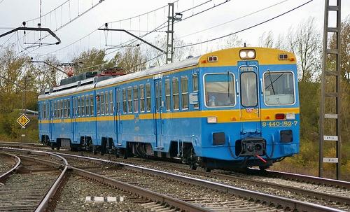 Renfe UT 440.096, hoy de la Asociación de Amigos del Ferrocarril de Madrid, por Quintanapalla, Castilla y León, España