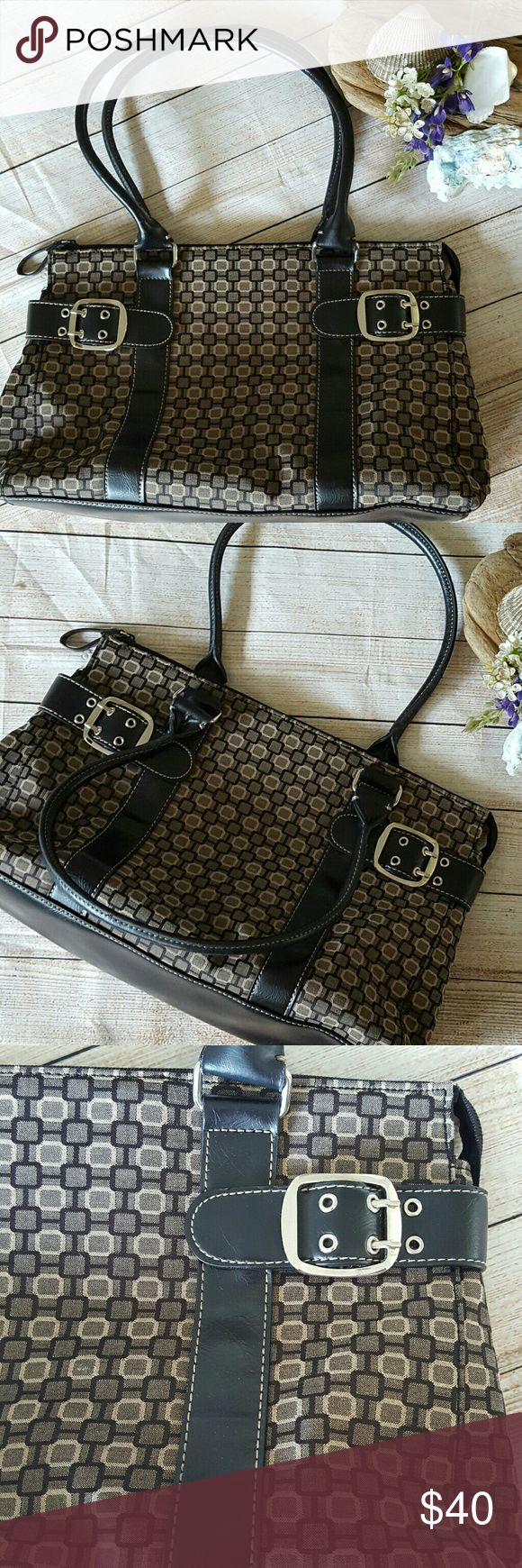 Nine West Purse Lovely Cloth Nine West Purse is in excellent the condition Nine West Bags