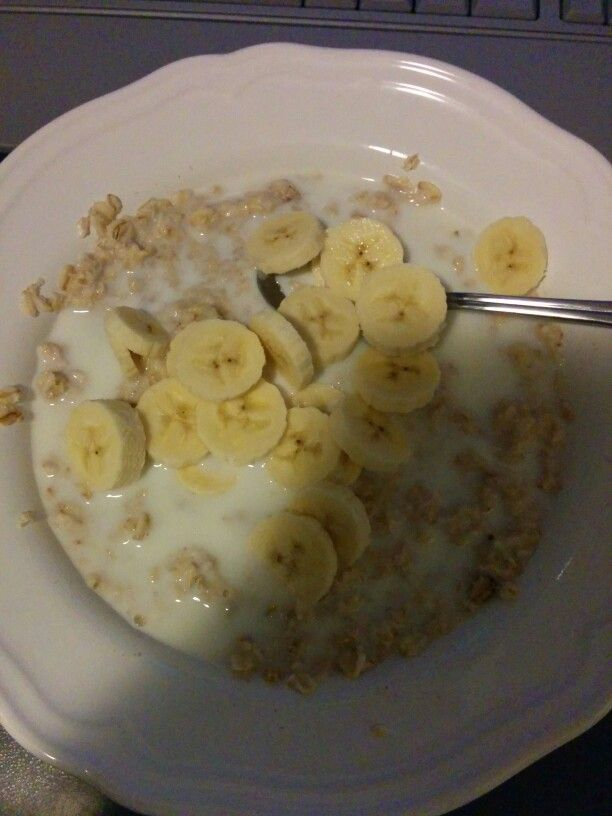 Oatmeal with low fat milk and banana
