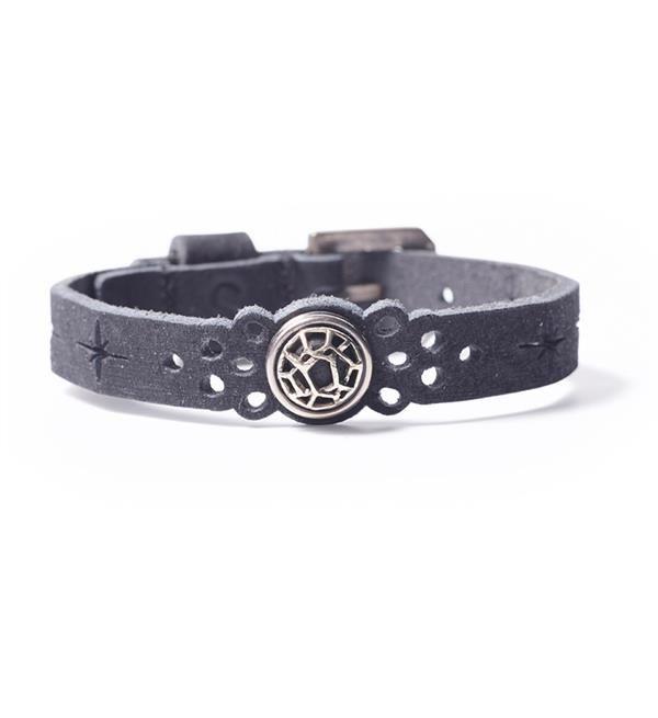 Noosa Amsterdam Petite Oshun bracelet Feminity - black. Noosa Amsterdam Petite armband feminity zwart. De Oshun Feminity armband van Noosa is met de hand gemaakt van leder met een gesp. Deze armband heeft ruimte voor maximaal 1 Petite chunk.