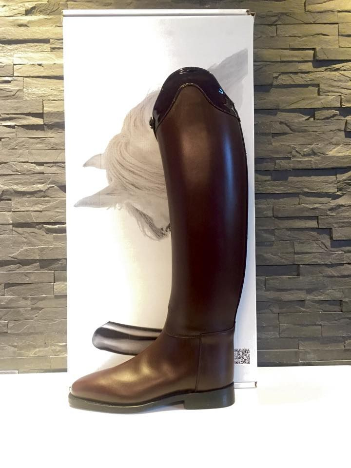 Tall riding boots. Brown.