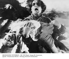 O Encouraçado Potemkin - Na Rússia se destacou o cineasta Serguei Eisenstein que criou uma nova técnica de montagem, chamada montagem intelectual ou dialéctica.