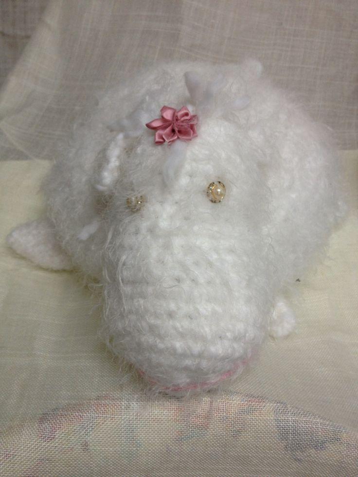 Crochet white sheep