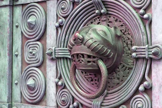 I Hear You Knocking by Joerg (Kassel), via Flickr