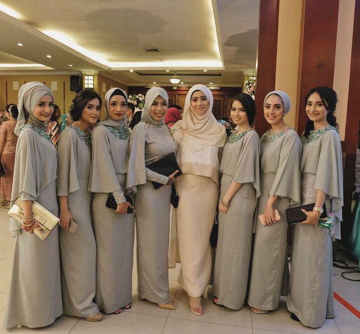 about that night #mayyadaheidarwedding #bridesmaids #muslimbridesmaids #muslimweddingideas #loveourdress #yassss #cousins #weddingparty #family #chichijab #hijaboutfit #hijabstyle #muslimmodesty #hijabfashion #ootdhijab by talitassegaff