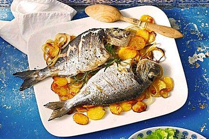 Gebackene Dorade mit scharfen Ofenkartoffeln, ein gutes Rezept aus der Kategorie Fisch. Bewertungen: 73. Durchschnitt: Ø 4,6.