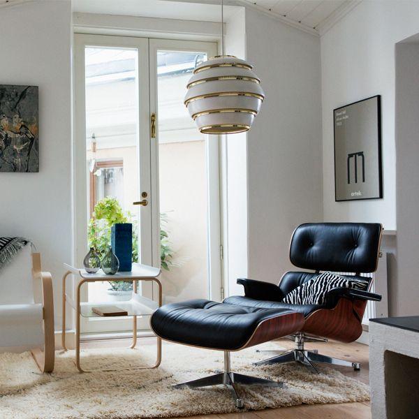 Artekin A331-riippuvalaisin on rakastettu klassikko, jonka Alvar Aalto suunnitteli vuonna 1953. Mehiläispesänäkin tunnettua valaisinta saattoi ihailla aluksi osana Jyväskylän yliopiston sisustusta; sittemmin se on valaissut lukemattomia koteja sekä Suomessa että ulkomailla.