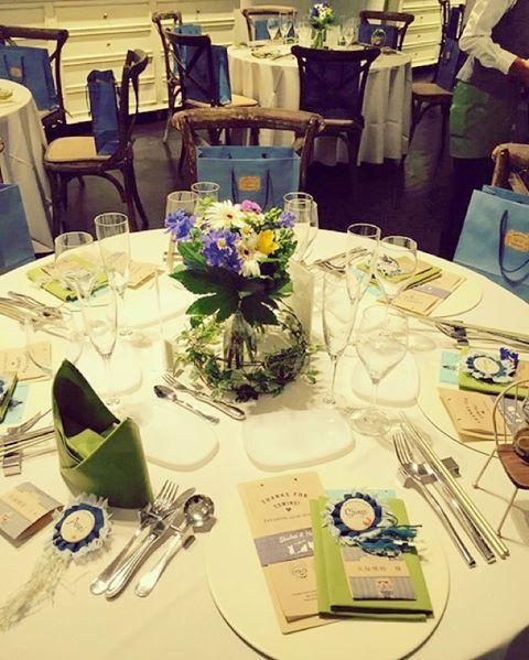 #SandY20151025wd しめじ結婚式レポート 《テーブルコーディネート①》 * * #テーブルランナー を本当は麻のものを 敷きたかったけど… なんかそれにすると 見積もりがドーン!だったので 諦めました。。はぁ * #テーブルナプキン はグリーン お子様の席だけ、うさぎや 王冠の形に折ってもらいました☺︎ * 席には#プロフィール #メニュー表 #席次表 と #ロゼット 、#席札を * #マーキーレターズ #結婚式 #結婚式準備 #プレ花嫁 #結婚式レポ #披露宴レポ #挙式レポ #披露宴 #テーブル装花 #プレ花嫁卒業 #卒花 #高砂 #披露宴会場 #ゲストテーブル #テーブル装花