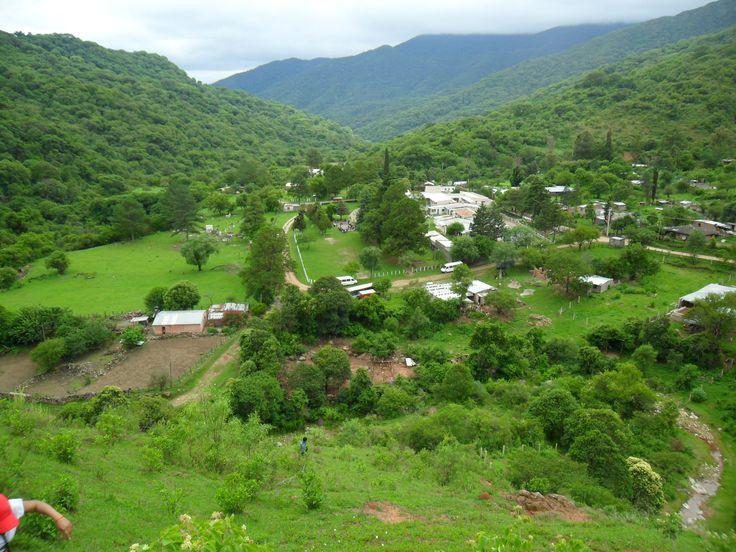 Pueblo de Ocloyas , a 54km., de San Salvador de Jujuy, Jujuy, se encuentra en la region de valles con abundante vegetacion.