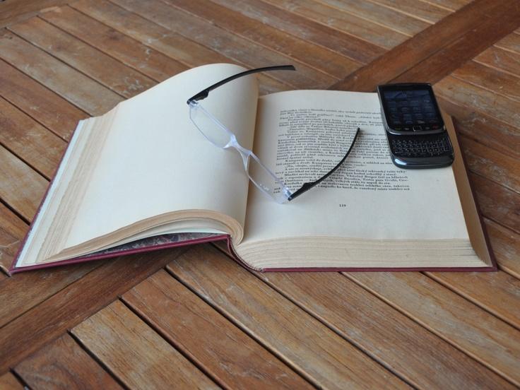 Twist & Read Hi-Tech Folding Readers 0012 - Black Is Black