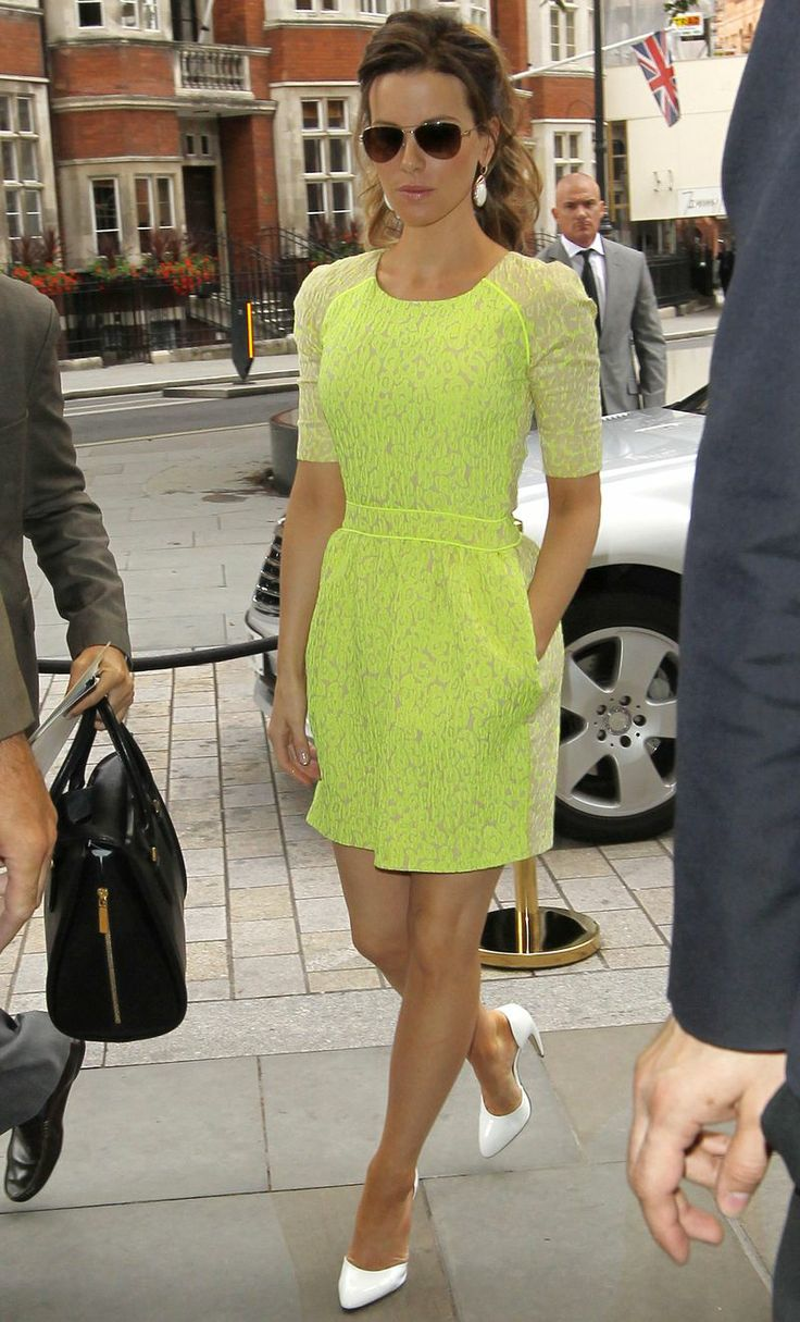 Kate Beckinsale's neon dress