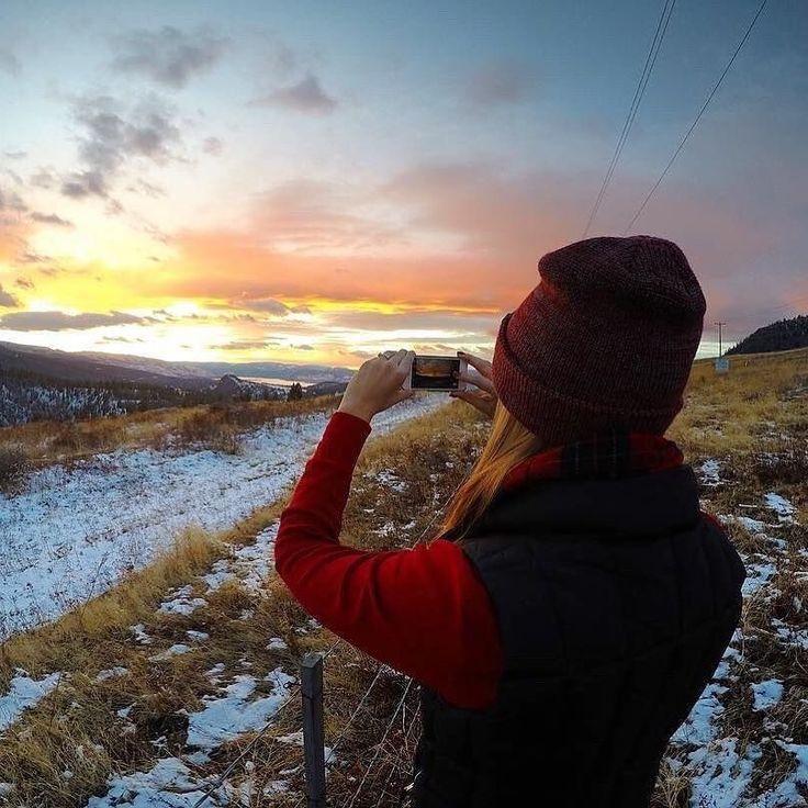 Winter sunsets awakens to spring mornings #explorekelowna #explore #adventure #backpacking #hostellife #hostelworld #travel  #mountains #westcoast #wunderlust #IGtravel #kelowna #exloreBC #Canada #samesunnation  #oneearthsamesun