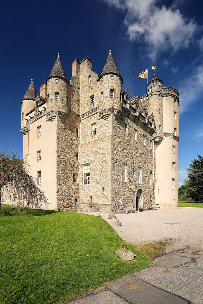 """Castle Fraser by Grant Glendinning on 500px, Castle Fraser Castle plant is """"Z"""" most elaborate of Scotland and one of the biggest """"Castles of the Sea"""". It is located in Kemnay in Aberdeenshire County in Scotland"""