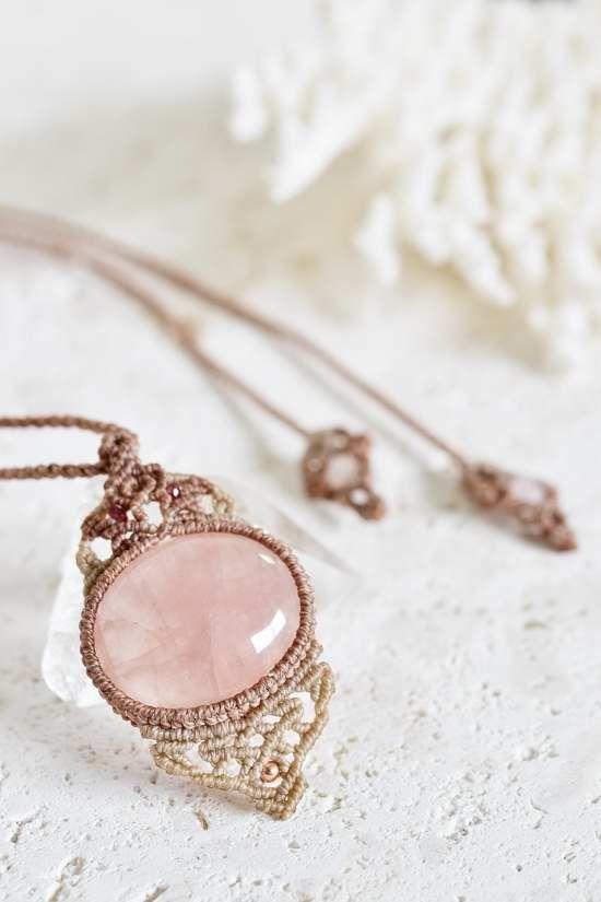 ローズクォーツマクラメペンダントa- 旅する天然石とマクラメアクセサリーのお店 Macrame Jewelry MANO