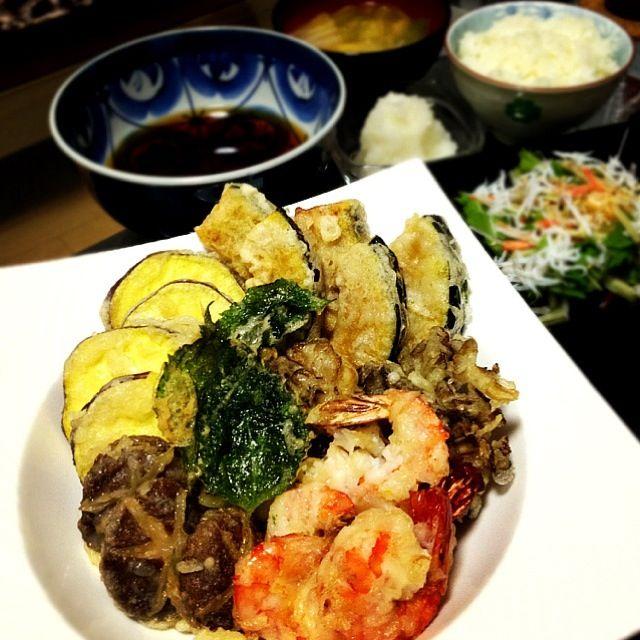 海老、大葉、さつまいも、かぼちゃ、しいたけ、舞茸 - 15件のもぐもぐ - 天ぷら盛り合わせ、白菜の味噌汁、野菜とシラスのサラダ by Maricoskitchen