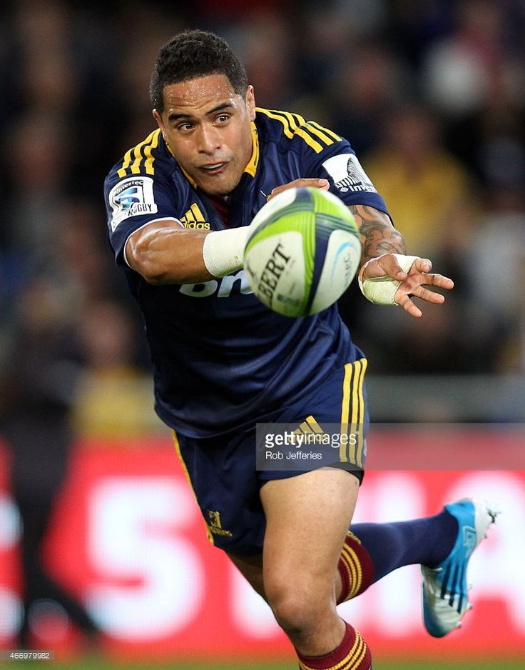 Aaron Smith of the Highlanders passes the ball during the round six Super Rugby match between the Highlanders and the Hurricanes at Forsyth Barr Stadium on March 20, 2015 in Dunedin, New Zealand.