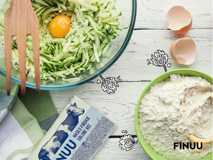 Za chwilę zabieramy się za smażenie placków z cukinii, oczywiście na solonym maśle FINUU. Macie jakieś sprawdzone patenty na ich przyprawienie? Podzielcie się w komentarzach! :-) #finuu #finlandia #kuchnia #finska #inspiracje #przepisy #smazenie #sniadanie