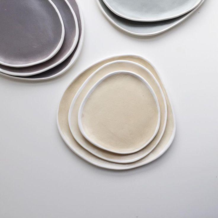 набор из трёх тарелок неправильной формы - фаянс - диаметр 25/20/17 - цена 3000₽  наборы будут представлены в крутых цветах, скоро покажем поближе😉 для заказа whatsapp 📲  Ира 79035807150/Оксана 79175218820  #chamottebakery #ceramics #glaze #handmade #керамика #ручнаяработа #керамикаручнойработы #ламбадамаркет #lambadamarket