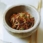 Een heerlijk recept: Oosterse koolsalade met warme dressing